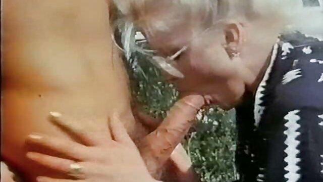 Tình dục không đăng ký  Ba người đồng tính nữ đang làm Cooney phim sec dung luong thap gần lò sưởi.